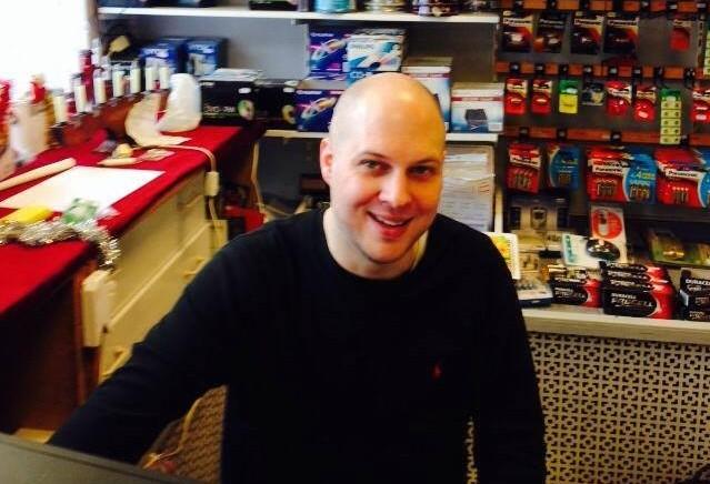 Johan driver elbutiken Friwaco i Västertorp.