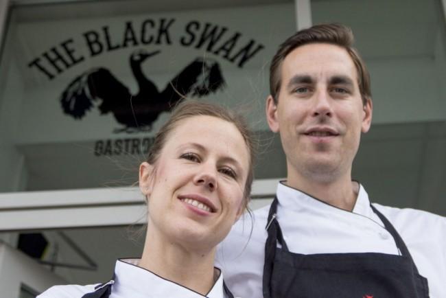 Mikael och Frida, ägare av Black Swan