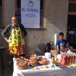 Måns säljer lokalproducerade tacos