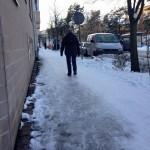 """""""Snöröjningen av trottoaren på Telefonvägen är under all kritik"""""""