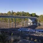 Ny bro byggs över stambanan i Västberga Allé