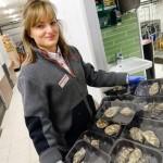 Inför nyår: bland svindyr tryffel, ostron och billig chips