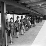När scouterna välkomnade första tåget på röda linjen