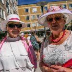 Hattparad succé på het vårmarknad