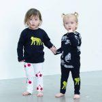 Linnéa designar och trycker barnkläder på Konstfack