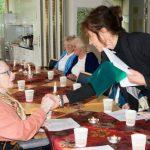 Här får de äldre chans till social samvaro