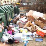 Återvinningsstationer svämmar över