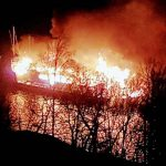 Båt brinner i Årstaviken