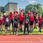 Friidrottsskola med hopp, glass och vattenkrig