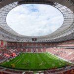 6 lokala storbildsskärmar som visar VM-fotboll