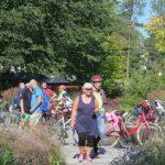 Succé för cykelpromenad med många stopp längs röda linjen