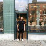 Fotbollsspelare och fysioterapeut öppnar salladsbar