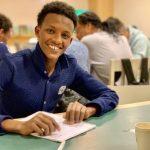 Volontärer hjälper nyanlända i Midsommarkransen med läxor