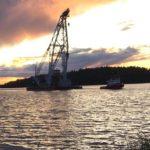 Tunga transformatorn anlöper hamnen i Ekensberg