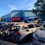 Bilar brann vid Mälarhöjdens ishall