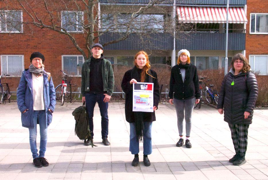 5 personer protesterar mot marknadshyror