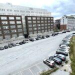 Därför står 60 hyrbilar parkerade vid Liljeholmsbron